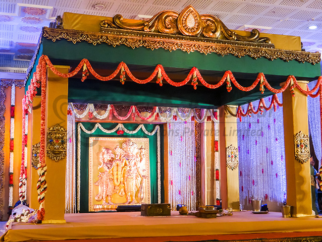 Ethnic wedding stage decors in chennai dandirrasekar decorators traditional indian weddings are a thing of beauty built on the fusion of religious beliefs and the need to celebrate the event with as much pomp and glory junglespirit Gallery