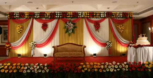 wedding-stage-cake-table-decoration